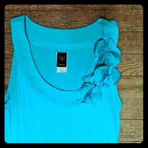 Sleeveless turquoise top